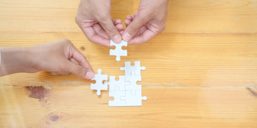 Blog vs Vlog are puzzle pieces that fit together